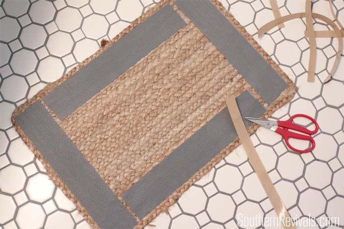 How to Make a Bathroom Rug from a Placemat  #bathroomideas #rugidea #tutorial SouthernRevivals.com