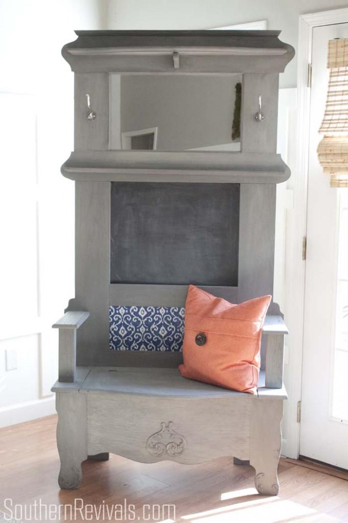 Outdated Hall Tree Bench Makeover #paintedfurniture #furnituremakeovers #southernrevivals SouthernRevivals.com
