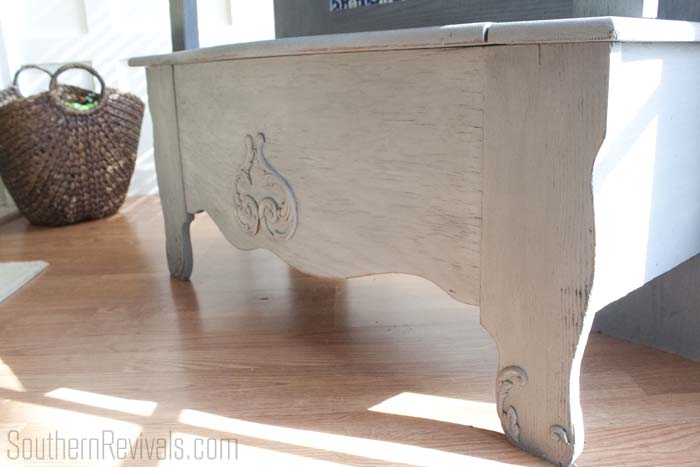 Outdated Hall Tree Bench Makeover #paintedfurniture #furnituremakeovers #southernrevivals SouthernRevivals.com