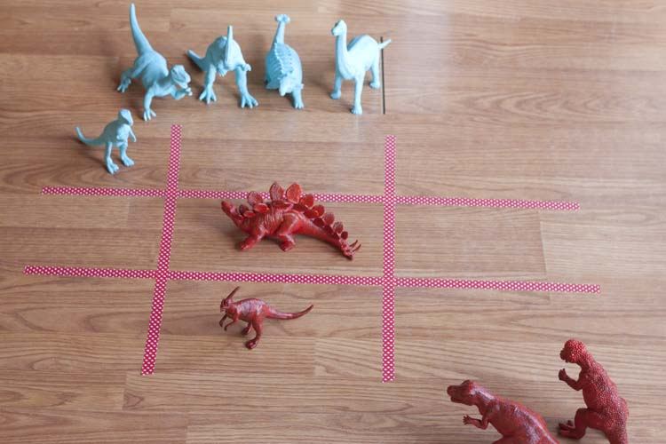 DIY Dinosaur Tic Tac Toe - a Kid's Valentine Party Game