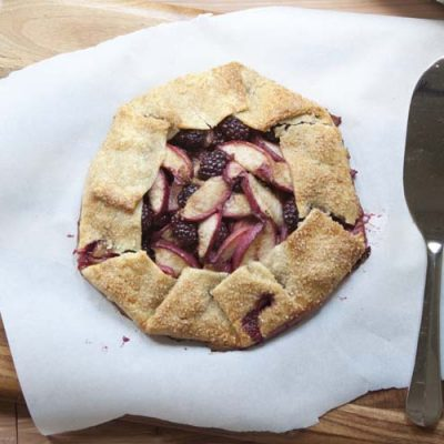 Budget Friendly Spring Entertaining Ideas | Blackberry Peach Crostata