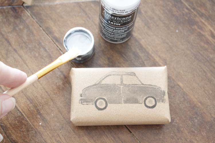 Last Minute DIY Gift Wrap Idea | FREE Printable