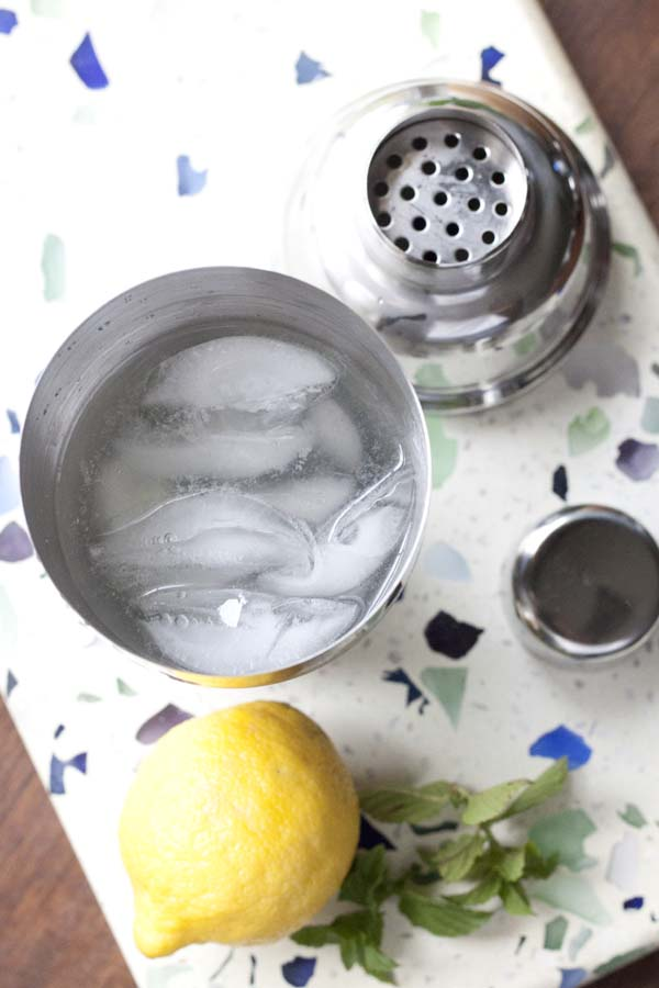 How to Make a Tom Collins Cocktail