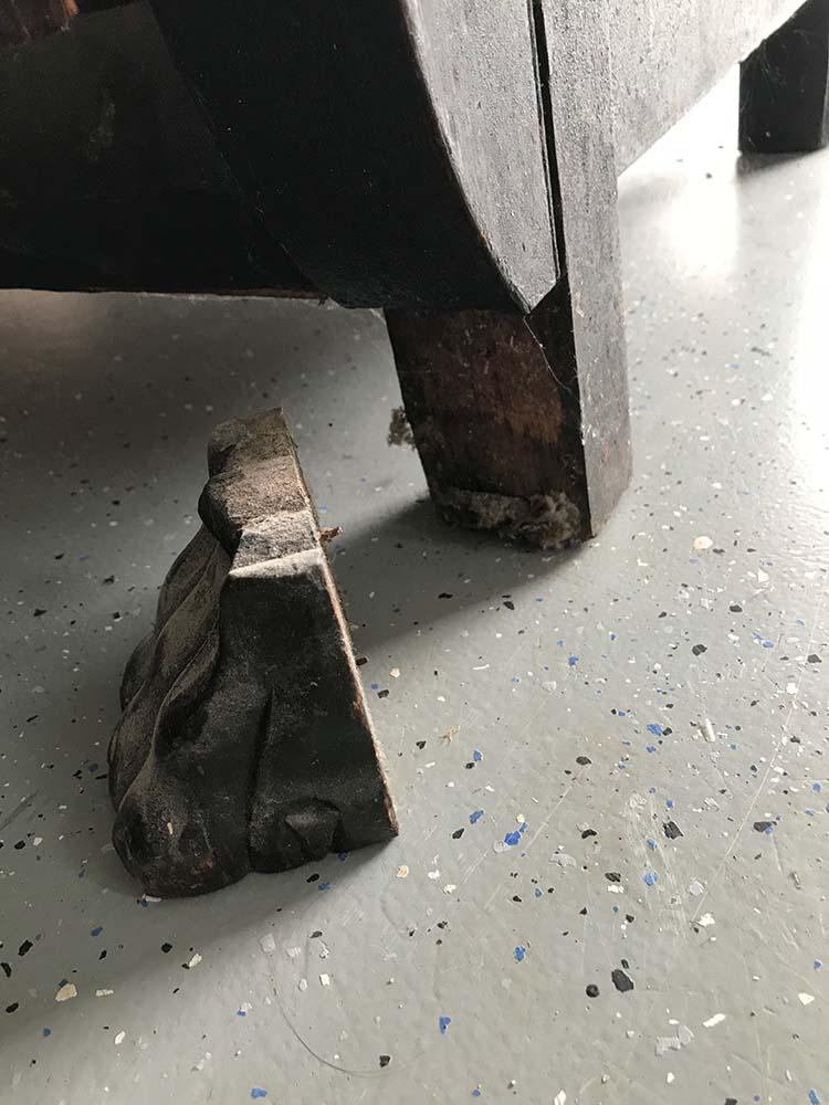 broken black clawfoot