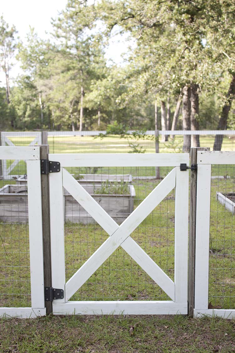 Farmhouse Style Diy Garden Fence Southern Revivals