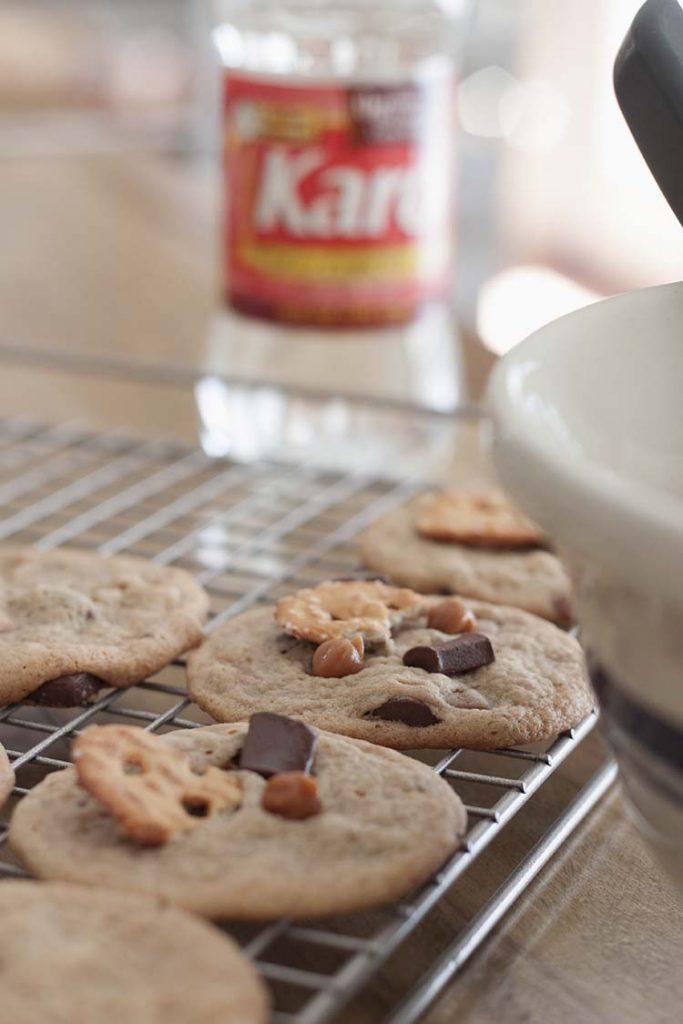 chewy-caramel-pretzel-chocolate chunk cookies